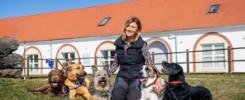 Galina mit ihren Hunden